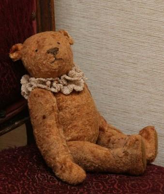 Плюшевый английский медведь тортюр.