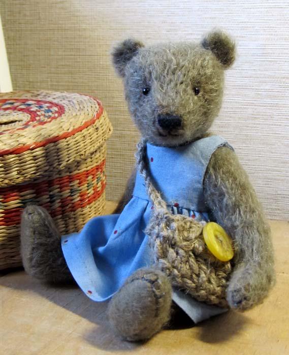 Авторский мишка их качественных материалов, набитый опилками - луший подарок к празднику. Здесь можно купить авторского медведя.