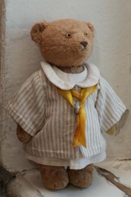 Купить мишку тедди в полосатом пальто и шарфике.