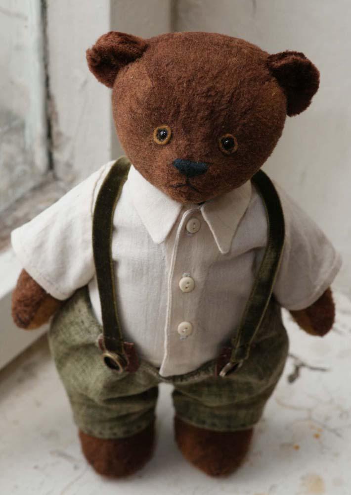 Винтажный мишка в штанишках с подтяжками.