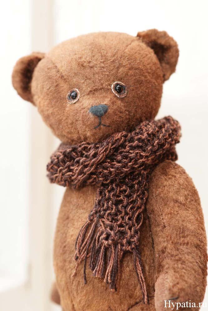 Нос медведя вышит хлопковыми нитками.