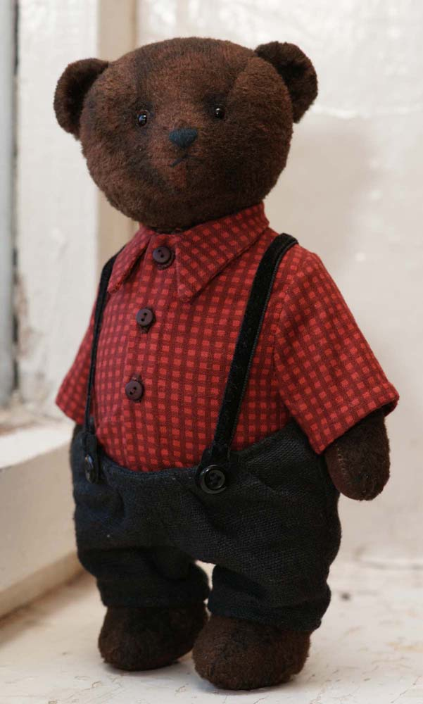 Плюшевый мишка Тедди в одежде, рубашке и штанах