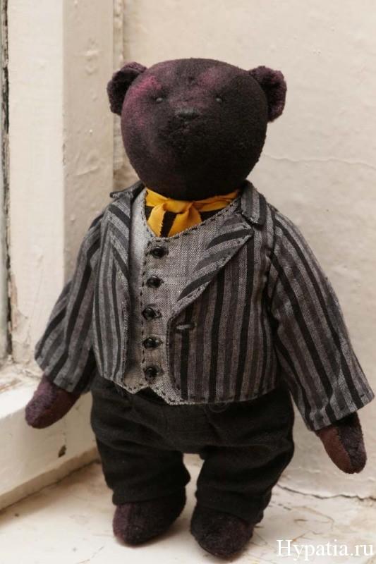 Чёрный луи мишка в пиджаке и жилете