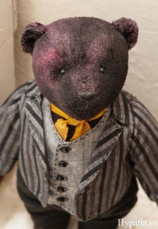 Плюшевый мишка в антик стиле. Брюки и пиджак.
