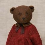 Платье мишки сшито из красного льна