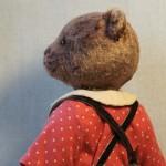 Мишка в штанишках с подтяжками.