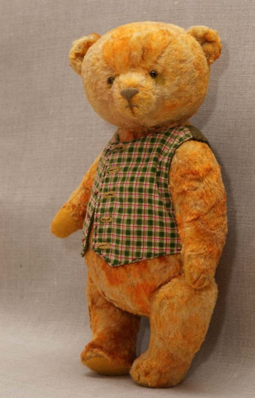 yellow teddy bear by Hypatia.