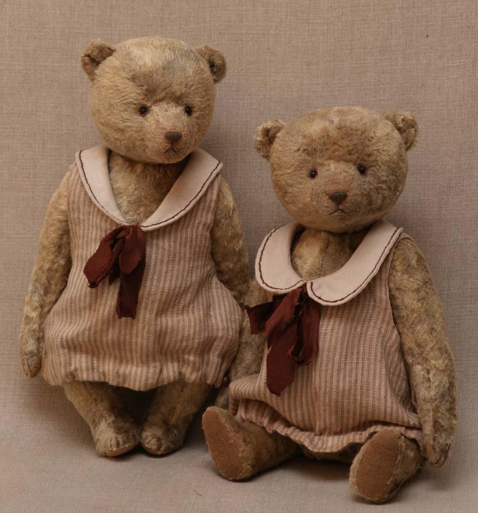 Twin Teddy girls in dresses