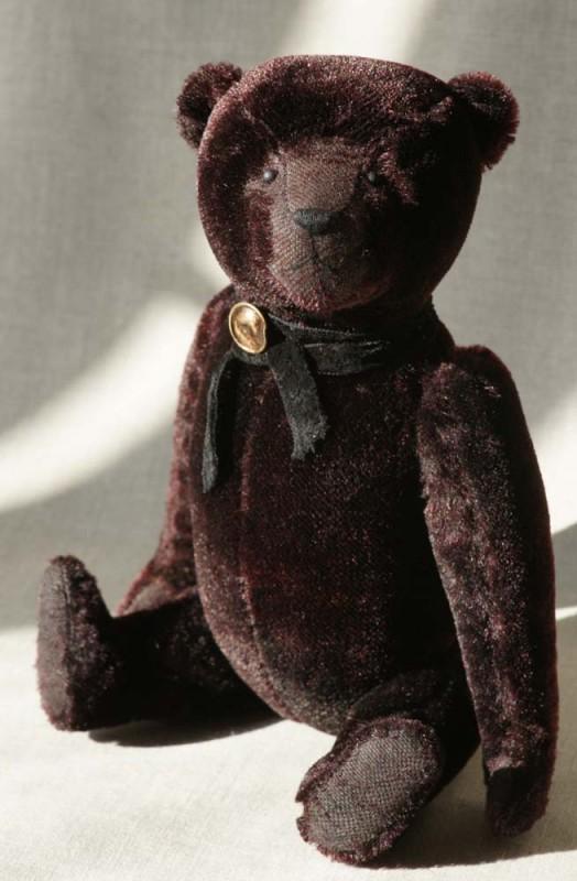 Чёрный винтажный коллекционный медведь.