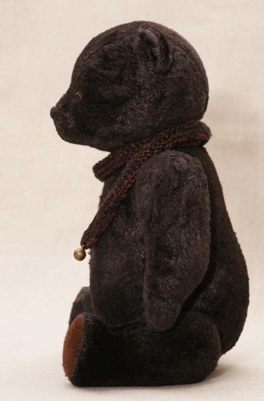 Плюшевый медведь с шарфом
