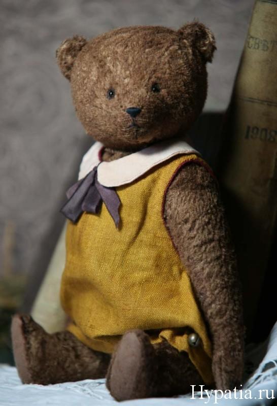 авторский мишка в желтом платье с бантом и воротничков.