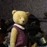 желтый винтажный медведь с опилками