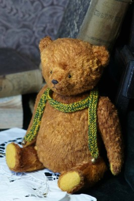 ooak teddy bear by Hypatia.