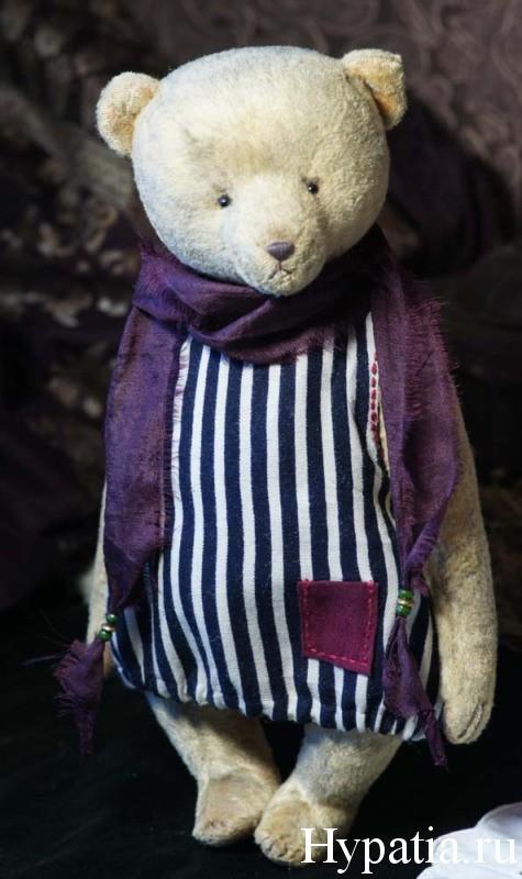 Мишка в фиолетовом шёлковом шарфе