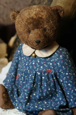 Традиционный плюшевый медведь в ретро стиле.