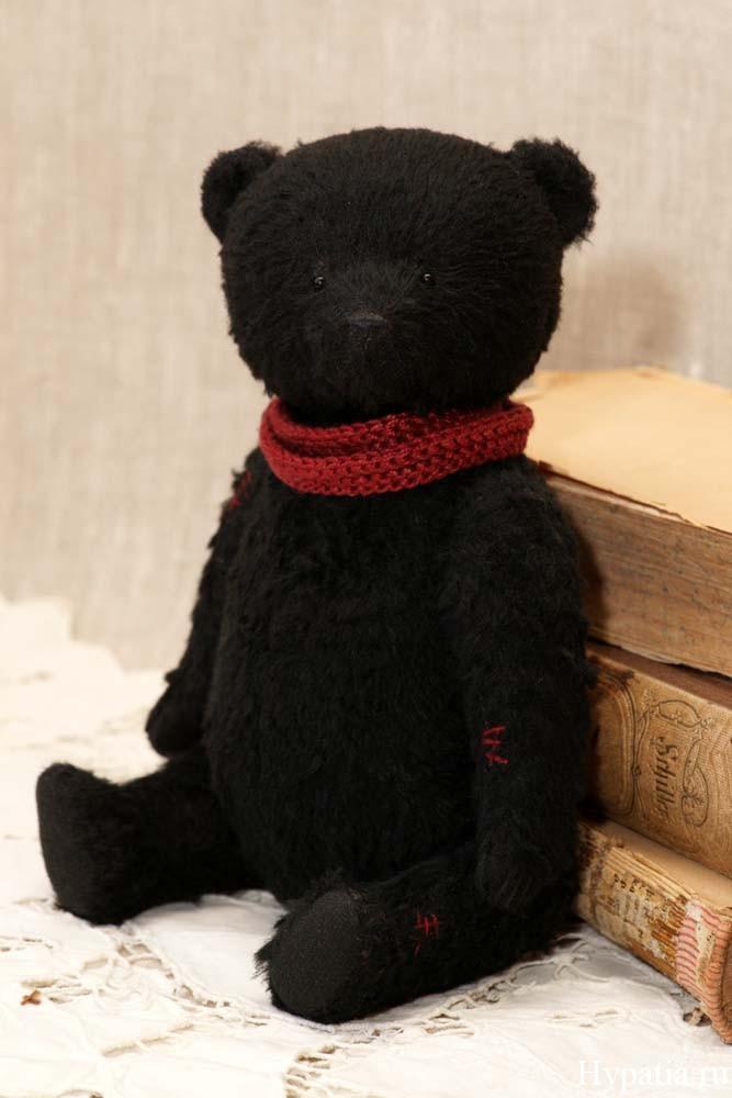 Антикварный черный мишка ретро