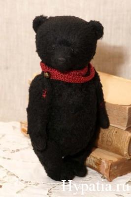 Чёрный мишка с красным шарфом бордо купить