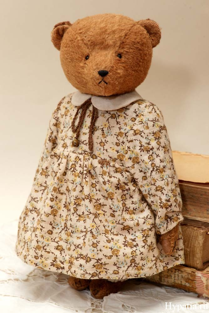 Коллекционный мишка девочка в платье