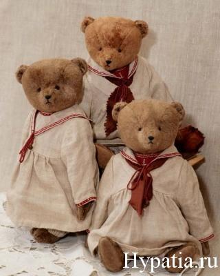Винтажные мишки в платьях 19 века с матросским воротником.