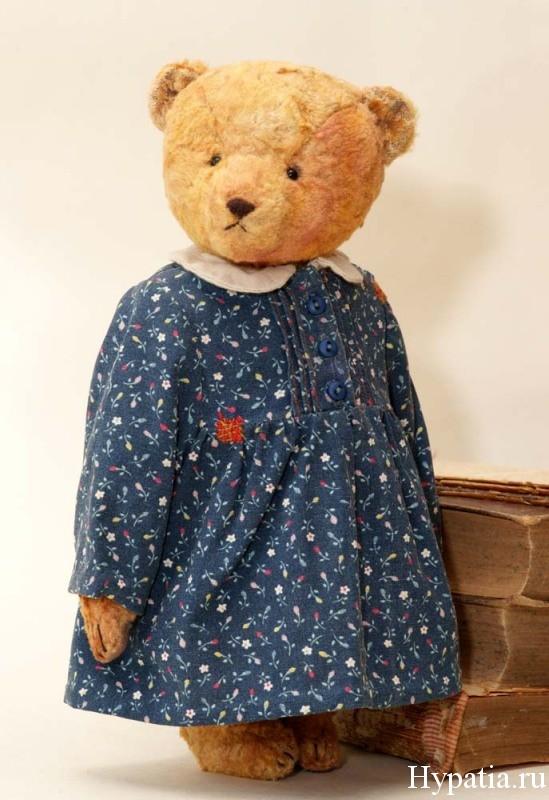 Авторский мишка девочка в платье из ситца