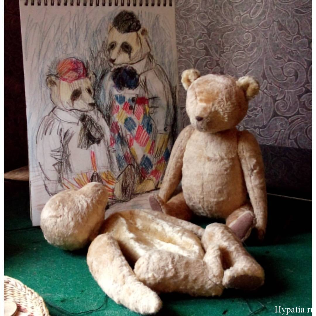 Эскизы двух мишек кукол пьеро в шапочках.