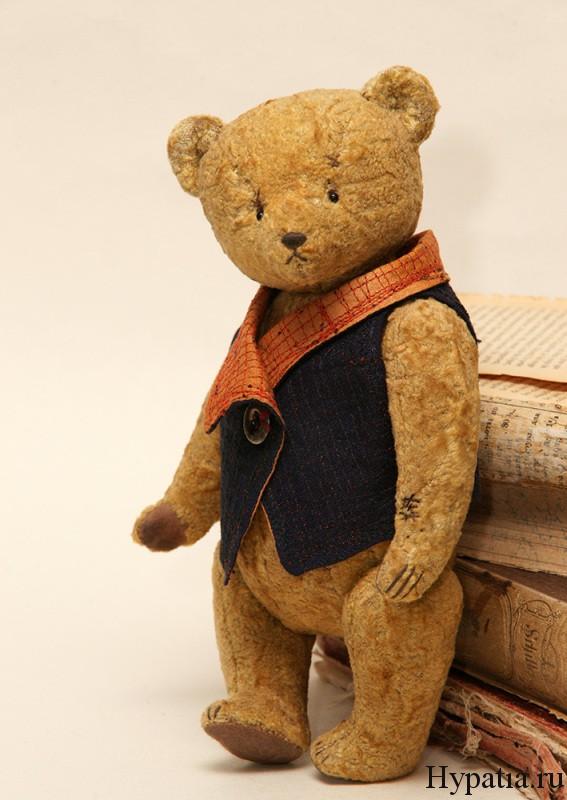Авторский плюшевый медведь с заплатками.