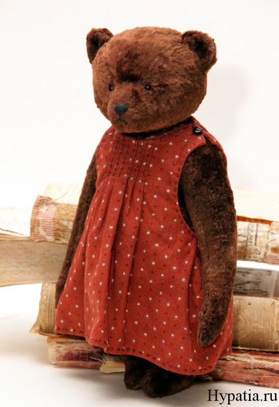 Красное платье в горошек мишка