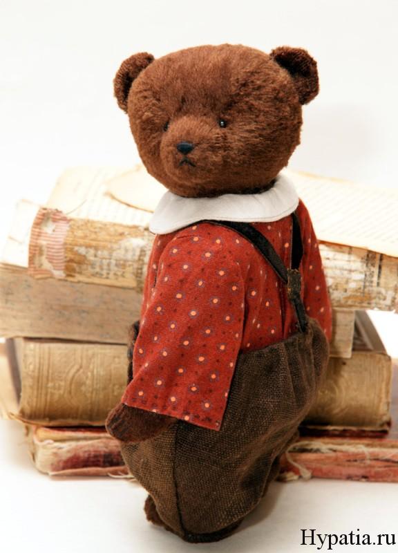 Медведь в штанах с подтяжками