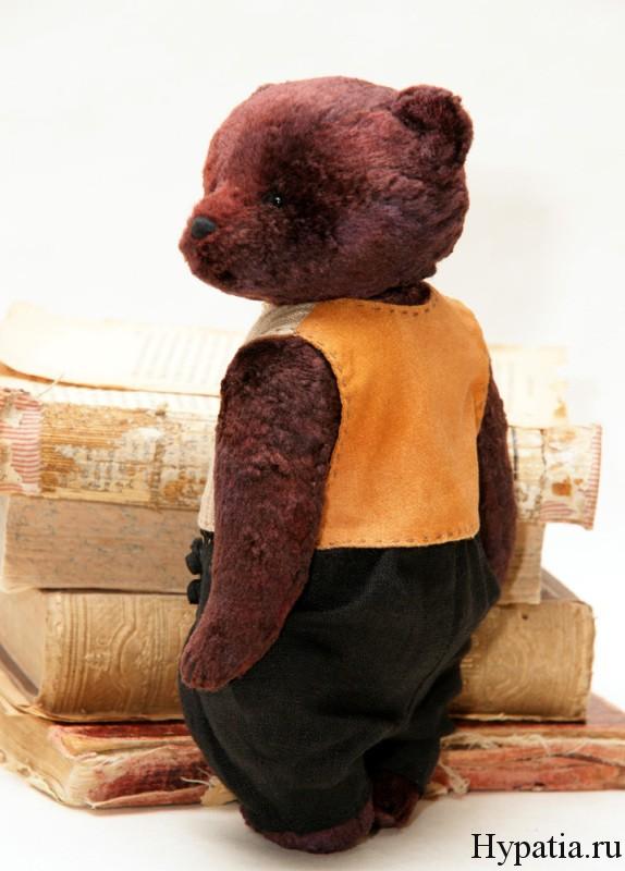 Мишка в жилетке.