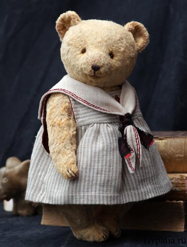 Мишка девочка в платье.
