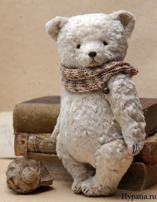 Плюшевый медведь белый