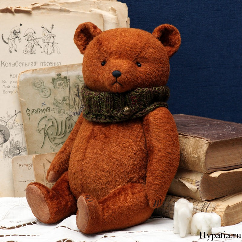 Плюшевый советский медведь.